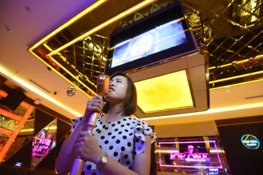 Hát karaoke thường xuyên giúp giảm cân